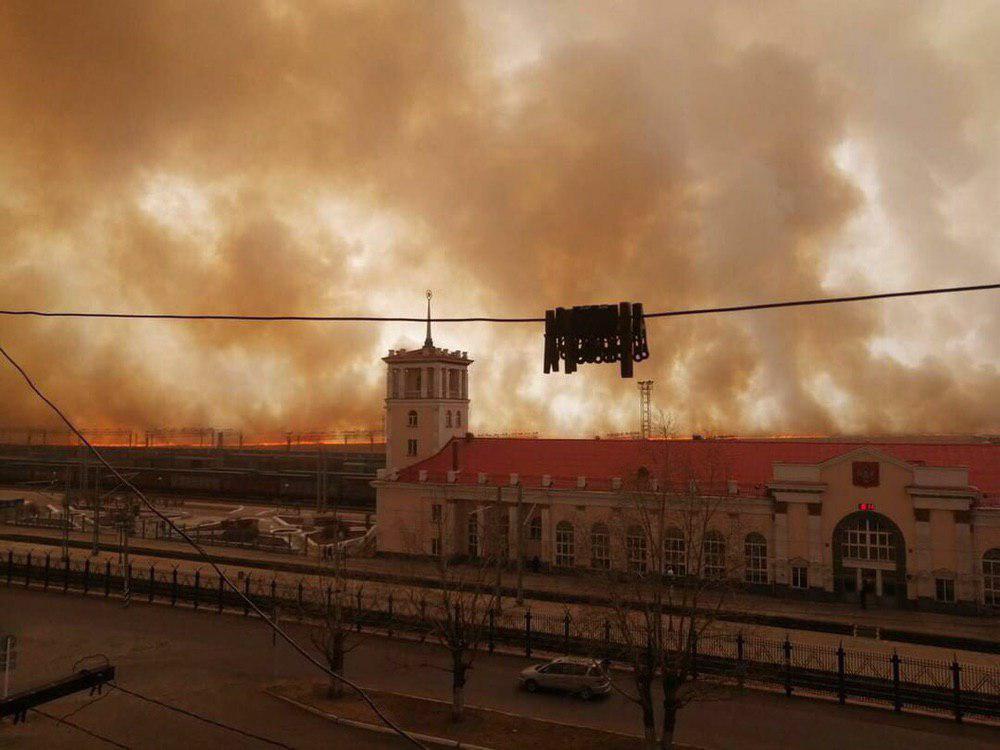 В Забайкальске люди не справляются с огнем