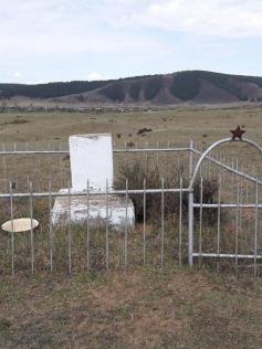 Разрушенный памятник красным партизанам - забайкальцам, погибшим в годы гражданской войны. Могойтуй, Акшинский район