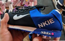 Кроссовки без маркировки выявили таможенники в одном из магазинов в Чите