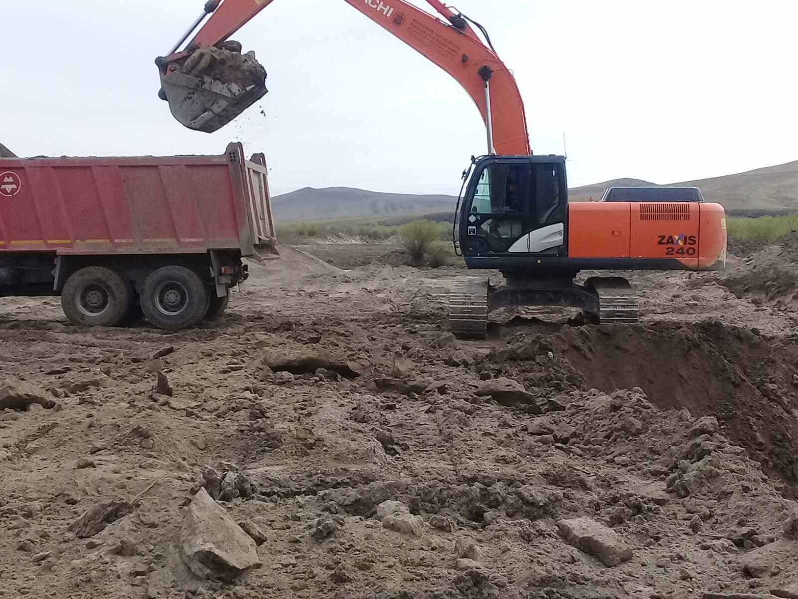 Жители Нуринска выступают против уничтожения озера, которое засыпали для вывоза ПГС на военный аэродром (видео)