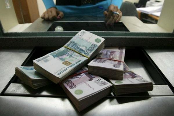 Жители России массово изымают свои банковские вклады