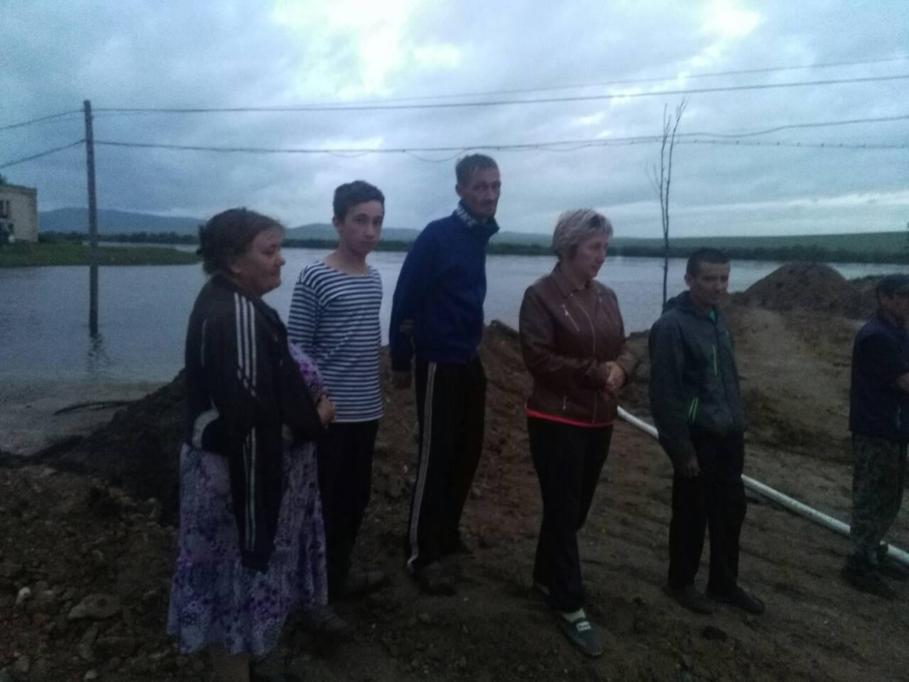 Жители поселка Заречный три дня отстаивали село из-за наводнения