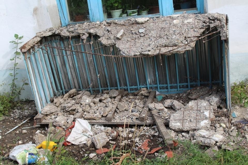 В Первомайском обрушился балкон вместе с бабушкой