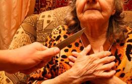 В Акшинском районе двое местных жителей напали на пожилую женщину