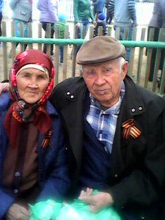 Одиноким старикам из Новоильинска вставили новые окна после разгромного материала «Вечорки»