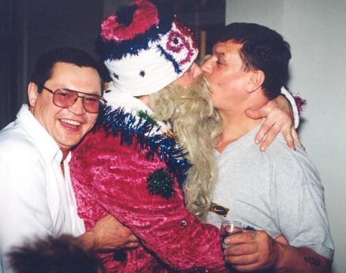 Ликбез для врио: Таинственный Дед Единорос, целующийся с бандитами