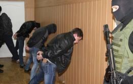 Уголовное дело 16 участников ОПГ направлено в Петровск-Забайкальский суд