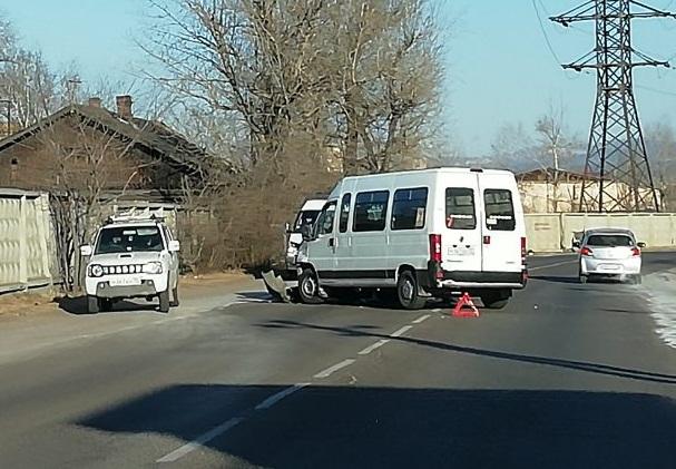 Трех человек увезли в больницу после ДТП с маршруткой