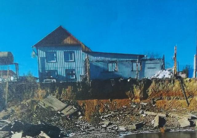«Вечорка» № 9: Дом в Биофабрике погибает от чиновничьего бездушия
