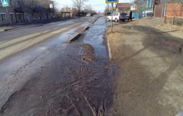 Вместо уборки тротуаров коммунальщики Нерчинска посоветовали жителям подождать, когда «все растает и высохнет»