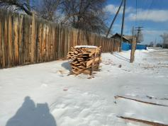 Отопительная реформа в Забайкалье. Этот горбыль пойдет на растопку печей. Село Танга Улетовского района Забайкалья. 27 февраля.