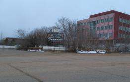15-летняя девочка выпала с пятого этажа в Краснокаменске