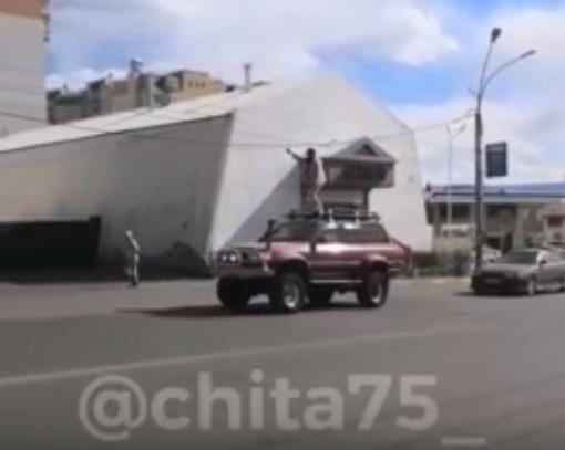 Читинцы катаются голышом на крыше авто(видео)