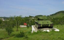 Танк в Петровск-Забайкальском сняли с постамента для ремонта