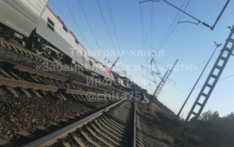 Видео с места схода 14 вагонов на ЗабЖД в Амурской области появилось в распоряжении «Вечорки»