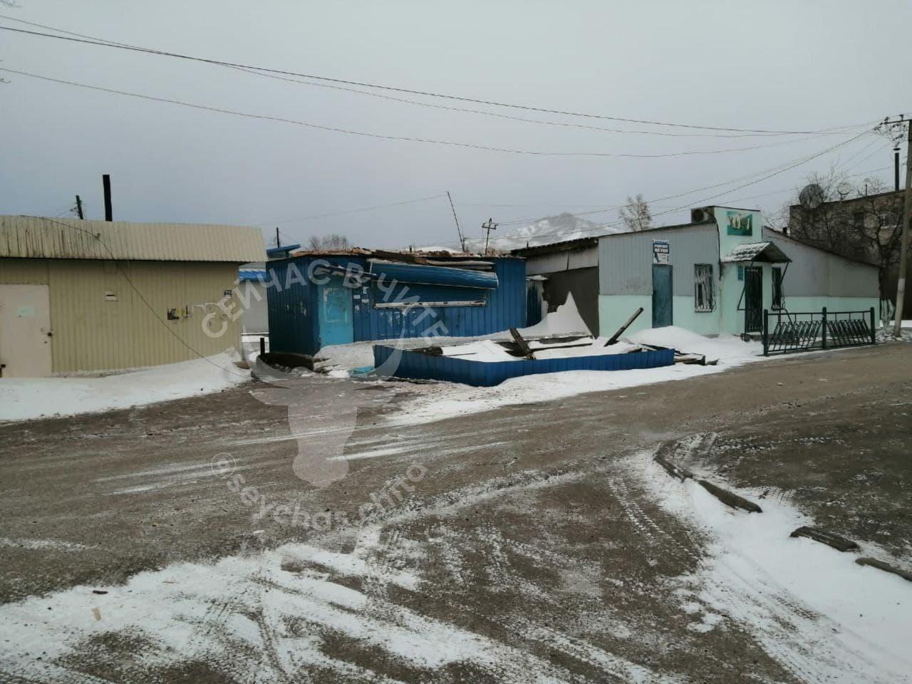 Губернатор Забайкалья поручил соответствующим службам в кратчайшие сроки восстановить электроснабжение в районах края, пропавшее из-за штормового ветра