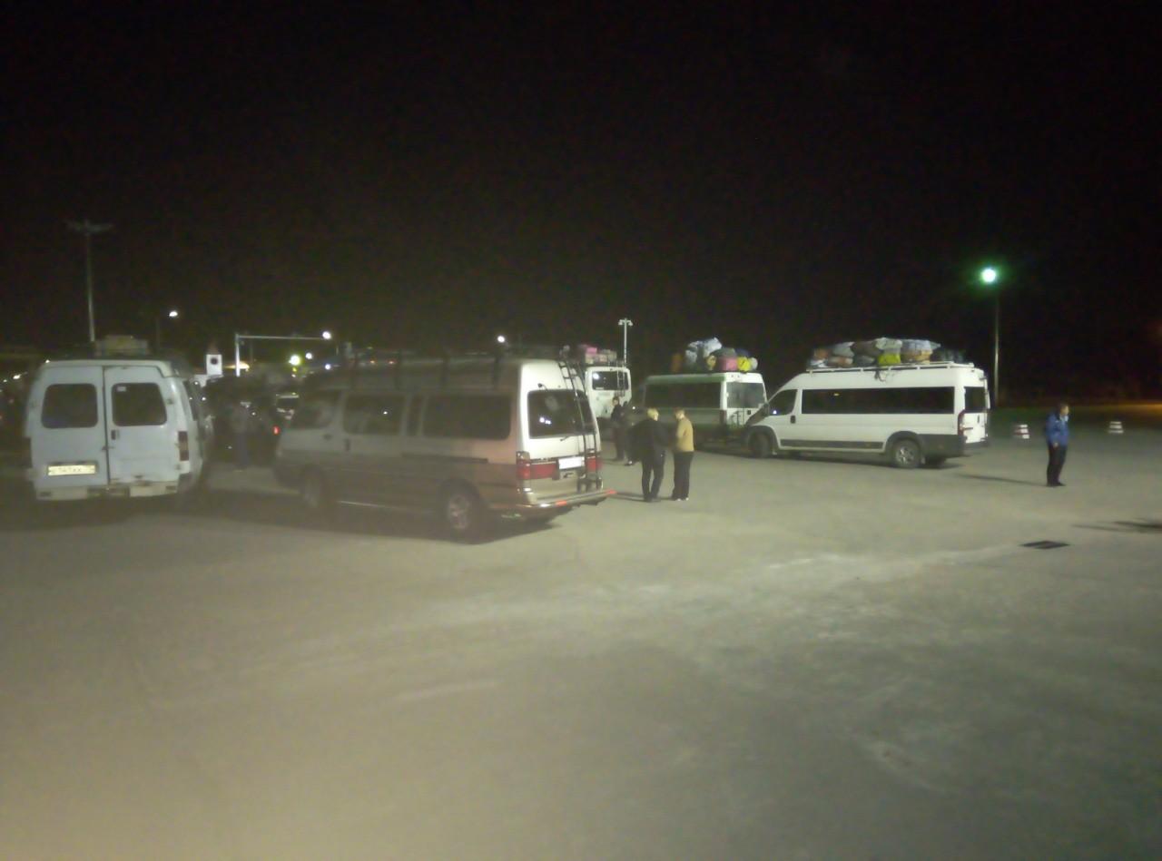 Китайские пограничники не пускают российских туристов домой