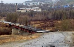 Житель Могочи разбился насмерть, упав с неогороженного ремонтируемого моста — Плюхин