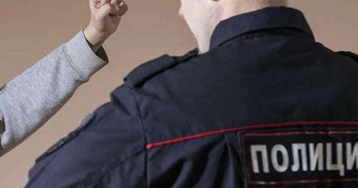 Читинца будут судить за то, что он ударил головой в лицо полицейского