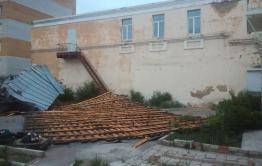 Сильный ветер снес крышу со здания регионального следкома в Чите