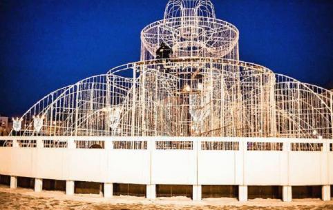 Читинский мэр-десантник даже зимой не забывает про фонтаны