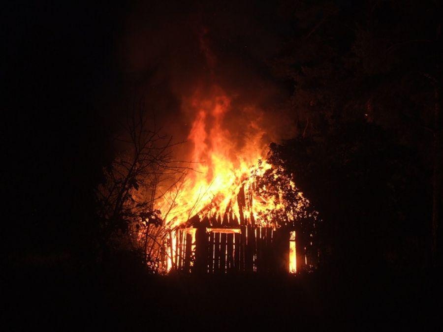 В Чите пожарные обнаружили труп мужчины в сгоревшей сторожке