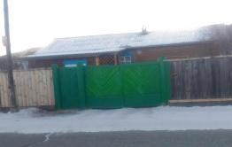 Слово «вор» написали на воротах главы Акшинского района