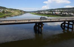 В Дарасуне запустили движение по временному мосту через реку Ингода
