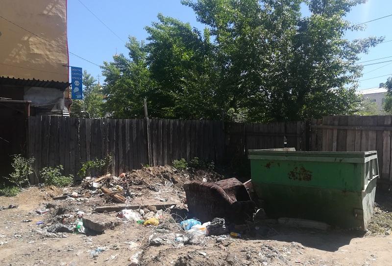 В Чите знаменитая помойка на Амурской рядом с Минобром вновь зарастает мусором