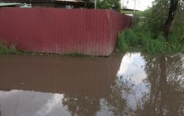 В Чите по ул. Шестиперова дождевая вода топит дома