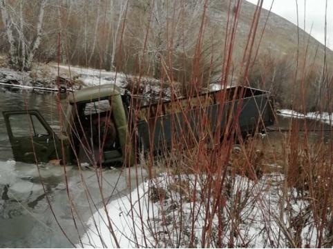 Следователи выясняют обстоятельства гибели забайкальца в УАЗе