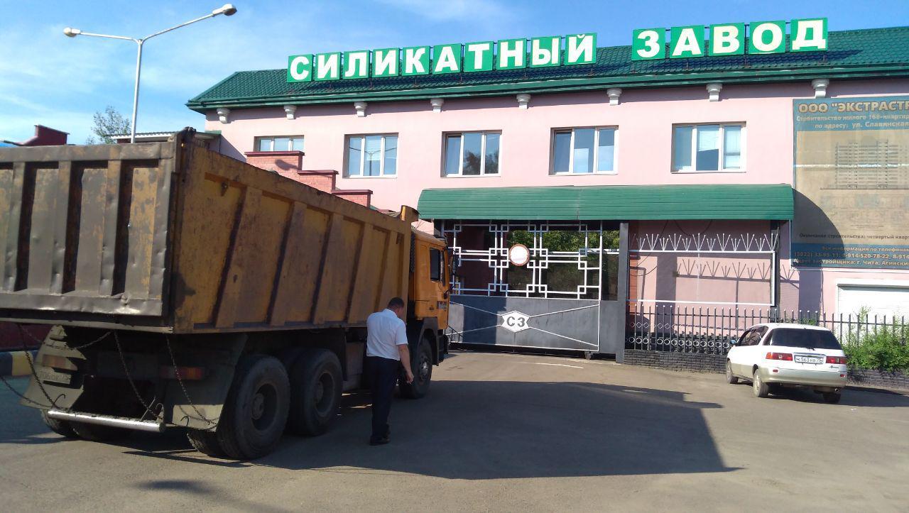 Антипиха, 12 июля. Руководство Силикатного завода не пускает КамАЗ с углем на территорию