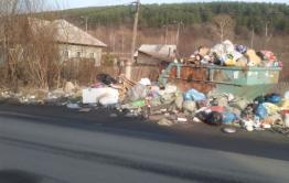 Жители домов на Печорской в Чите жалуются на помойку, не убирающуюся 1,5 года