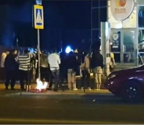 Неожиданное окончание Дня России – хулиганы жгли костер в центре Читы и танцевали лезгинку (ВИДЕО)