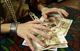 Читинка провела «обряд очищения жилища» и лишилась денег и золотых украшений