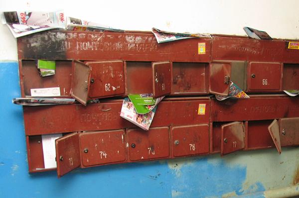 Жительница Ленинградской области попросила помочь установить почтовые ящики ее матери в Первомайском