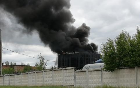 Емкость с мазутом горит на территории 88 ЦАРЗ в Песчанке