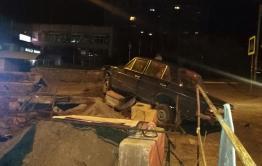 Жигули влетели в дорожное ограждение в Чите
