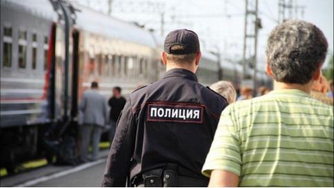 Забайкалец избил полицейского в поезде