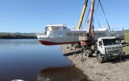 Новый пассажирский катер спустили на воду в Сретенске