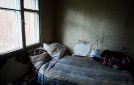 В Могоче после смерти матери, сын-инвалид остался один жить в разбитом доме
