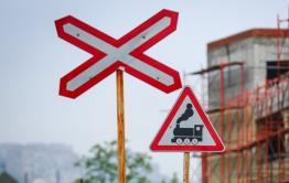 Поезд насмерть сбил мотоциклиста в Петровск-Забайкальском районе