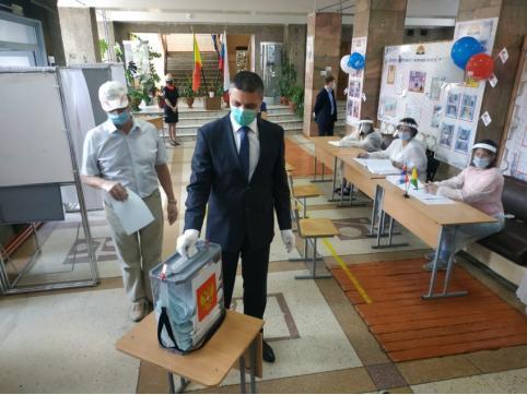 Губернатор Забайкалья принял участие в голосовании по поправкам в Конституцию