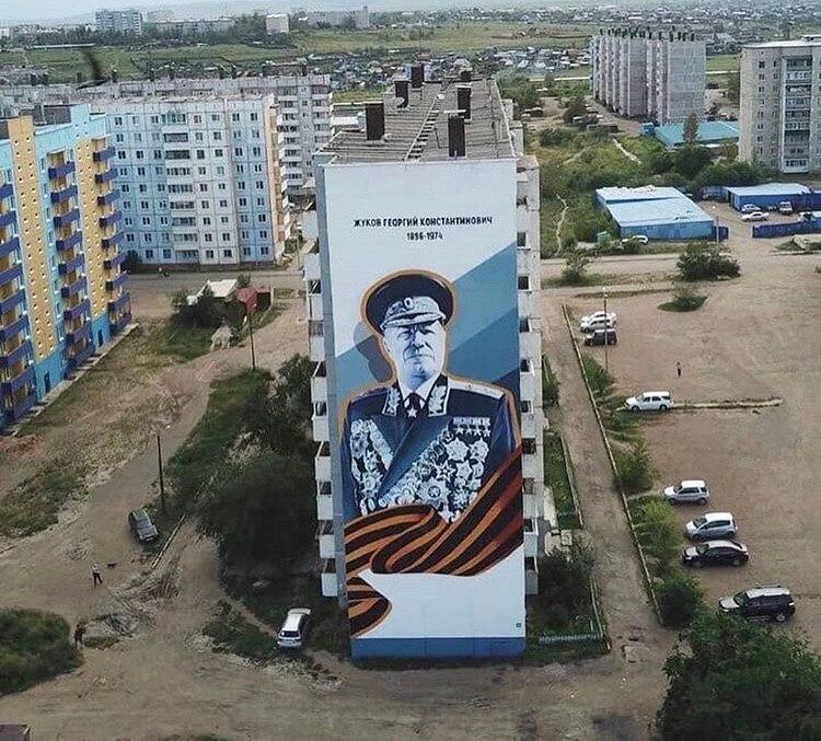 Маршал Жуков на стене дома в 9 мкр.,9. Граффити и фото: студия ACSEL ART.