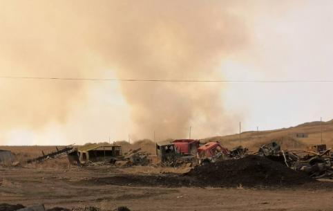 Около села Бутунтай лютует степной пожар
