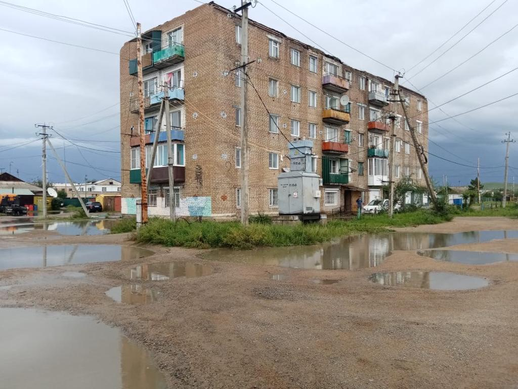 В одном из домов Борзи больше двух месяцев нет крыши – людей топит дождями