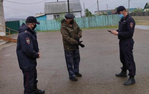 Полицейские патрули работают на улицах закрытого на карантин Угдана