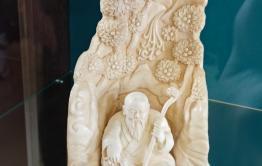 В поселке Агинское открылась выставка экспонатов, созданных из бивней мамонта