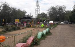 Люди-свиньи в Чите разбомбили детскую площадку, построенную жильцами дома