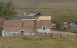 В селе Ононское второй раз за год сносит крышу пришкольного интерната